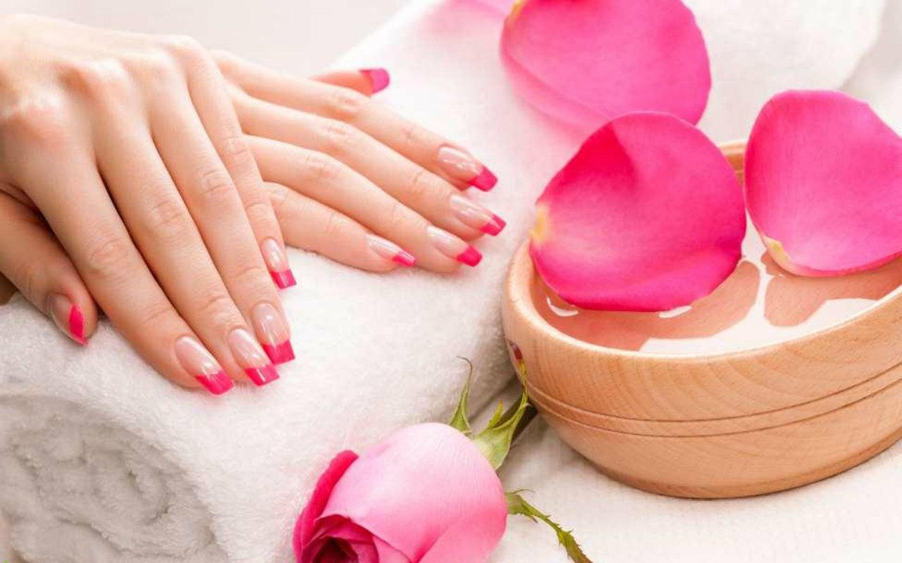 Gallery lavie nails for Salon manicure